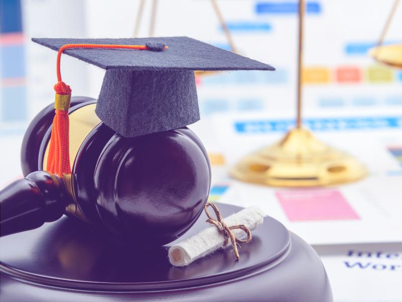 estudiantes derecho indoamerica