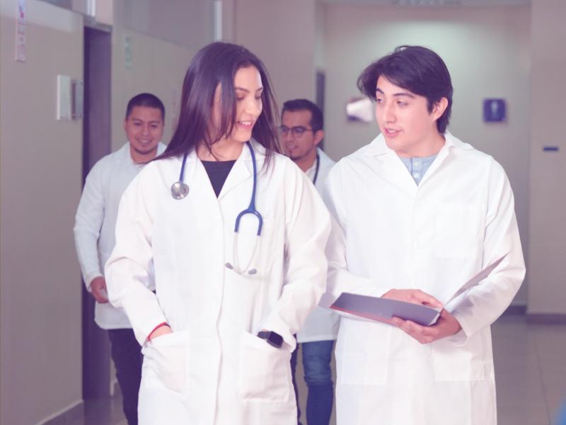 Indoamérica cuenta con docentes de primera categoría en las Carreras de Medicina y Enfermería